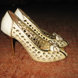 Итальянские кожаные босоножки, туфли, кожа натуральная лаковая Lolita Botti 37 р. с перфорацией