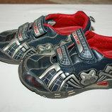 Кроссовки кожаные фирмы Геокс р-33 в хорошем состоянии