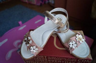 Босоножки для девочки, розовые с золотистым, новые, 32,33,34,35 размер