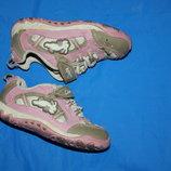 Кроссовки кожаные фирмы Clarks р-5.5 22-23 в отличном состоянии