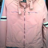Нежно-розовая демисезонная куртка ветровка на синтепоне. размер М