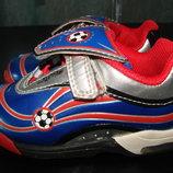 суперовые кроссовки Clarks 21 размер Англ 4,5 F стелька 13,5 см в отличном состоянии как новые