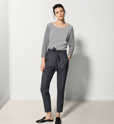 Укороченные брюки на талию - фаворит сезона. Французский шик