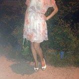 Стильное шифоновое платье.Красивый декор-вырез на спине.