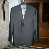 Красивый итальянский костюм PIONEER р.50- пиджак и 2 пары брюк р.48 и р.50, состояние нового.