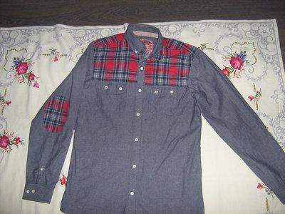 Молодежная джинсовая рубашка с заплатками slim fit