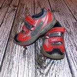 Кожаные кроссовки с мигалками Clarks для мальчика, размер 7,5 16 см