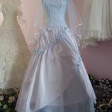Свадебное платье бело-голубого цвета . 44-48р.р.