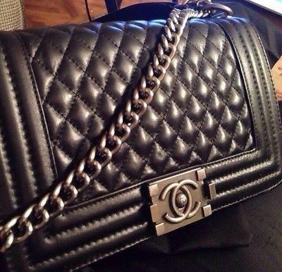 96dc94efb7bd Легендарная сумка Chanel Boy. Сумочка Шанель опт розница с лого Шанель  код2532