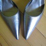новые кожаные шикарные серебряные туфли 37-38 р. на ногу 24 см Испания