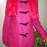 Очень красивое елегантное шерстяное пальто