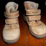 Фирменные,легкие,ботинки из натуральной замши нубук р.25