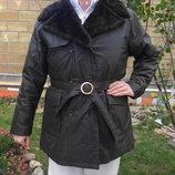 Тёплая куртка с меховым воротником. Германия.
