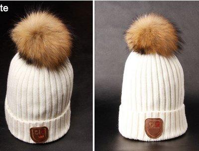Зимние шапочки с помпоном из натурального меха