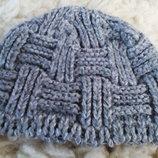 Серая тёплая шапка очень красивой вязки