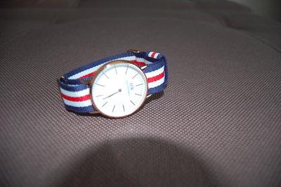 часы мужские с цветным ремешком, DW, новые