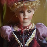 Фарфоровая кукла из США новая Collectible Memories