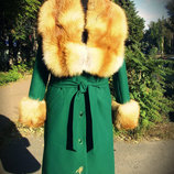 Зимнее пальто из кашемира с лисой