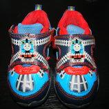 Англ.кроссовки 21 размер Англ 5 стелька 13,5 см в отличном состоянии как новые