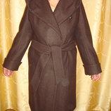Фабричное пальто состояние нового,надето 2 раза