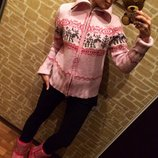 Эффектный розовый свитер-кофта с оленями