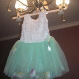 Очень красивое нарядное платье для девочки недорого с лепестками от 1 до 3 лет