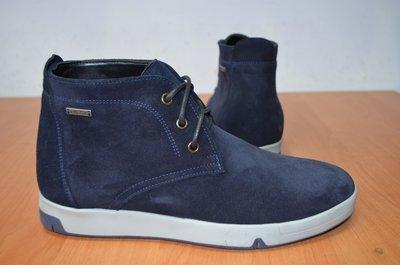 качественные зимние ботинки с натуральным мехом.