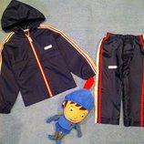 Спортивный костюм дождевик на 2-3 года.
