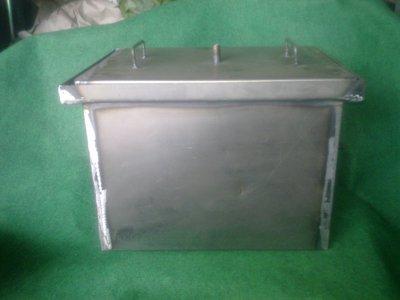 Коптильня из черной стали с гидрозатвором 400х280х280 мм.