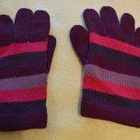 Яркие вязаные перчатки