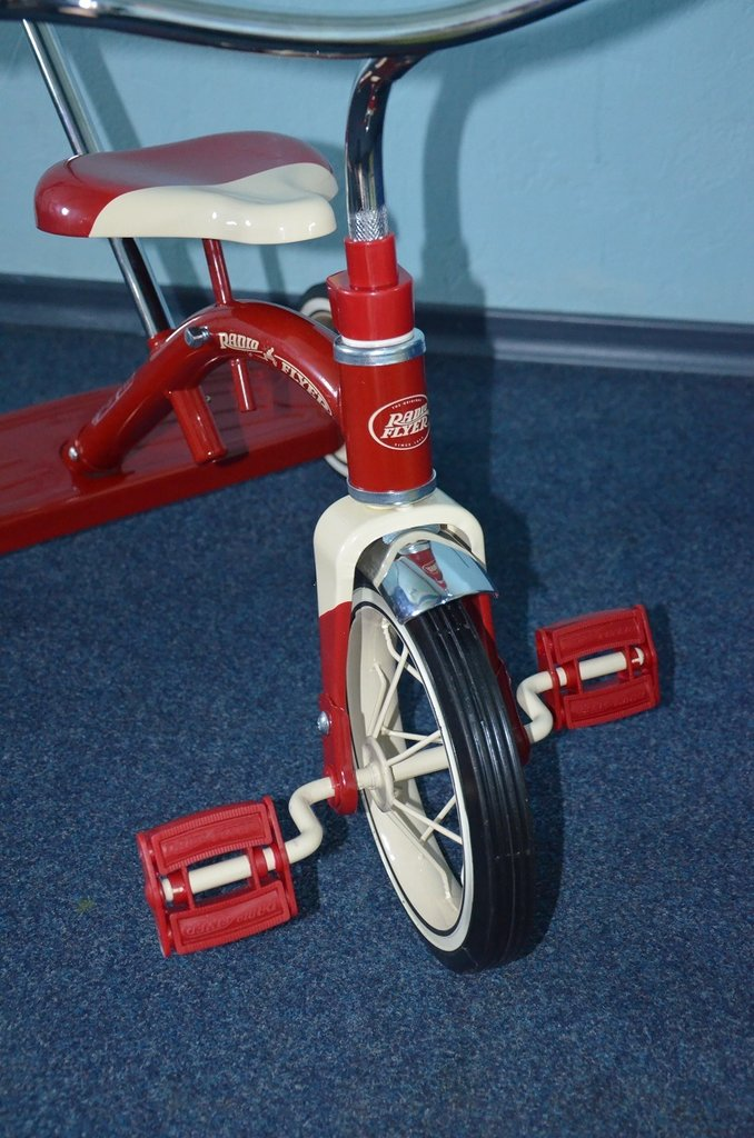 a review of the movie radio flyer The radio flyer of the title is a small red wagon kids i was one of the very few critics who gave this film a positive review, and i'm glad i did i found it.