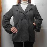 Стильное шерстяное, трикотажное пальто на весну с широкими рукавами.