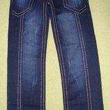 Красивые мужские джинсы темно-синего цвета