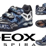 Крутые кроссовки Geox для мальчика. р. 21. Мигающие. Original.