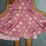 Очень красивое нарядное платье на 2-4 года