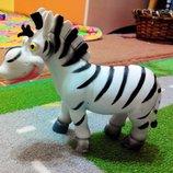 Игровая фигурка лошадка зебра длина 15 см, высота 13 см. весьма прикольная. и белка скрат мягкая.