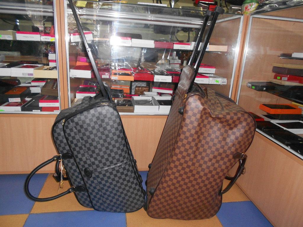 Сумка Louis Vuitton для путешествий или спорта