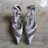 Очень красивые новые женские туфельки. размер 34. распродажа. в наличии