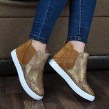Ботинки слипоны светло-коричневые на белой подошве карамель