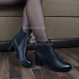 Ботильоны женские демисезонные на широком каблуке черного цвета Juliet