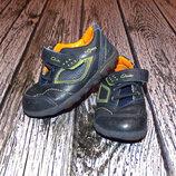 Кожаные кроссовки Clarks с мигалками для мальчика, размер 4,5 13,5 см