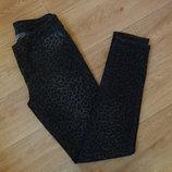 Бронь Снизила цену Прикольные джинсы темной леопардовой расцветки 27 размер