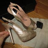 роскошные золотистые туфельки DOLCE VITA