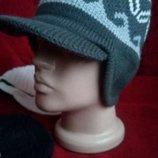 Теплая шапка с козырьком