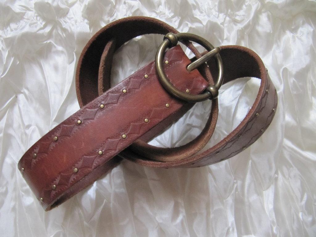 Ремень пояс кожаный с латуневыми заклепками American Eagle Outfitters  590  грн - ремни 35378fbdb3667