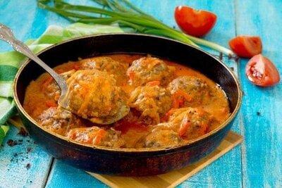 Тефтели свиные в томатном соусе с овощами 1кг