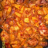 Картошка с куриными ногами и овощами в маринаде 1 противень