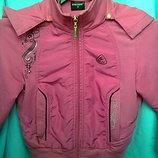 Ярко розовая кофточка,курточка,ветровка на молнии с капюшоном.3-6 лет