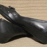 Мягчайшие кожаные туфельки - лодочки с декоративным цветком Clarks 36.