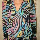 Яркая блуза с принтом